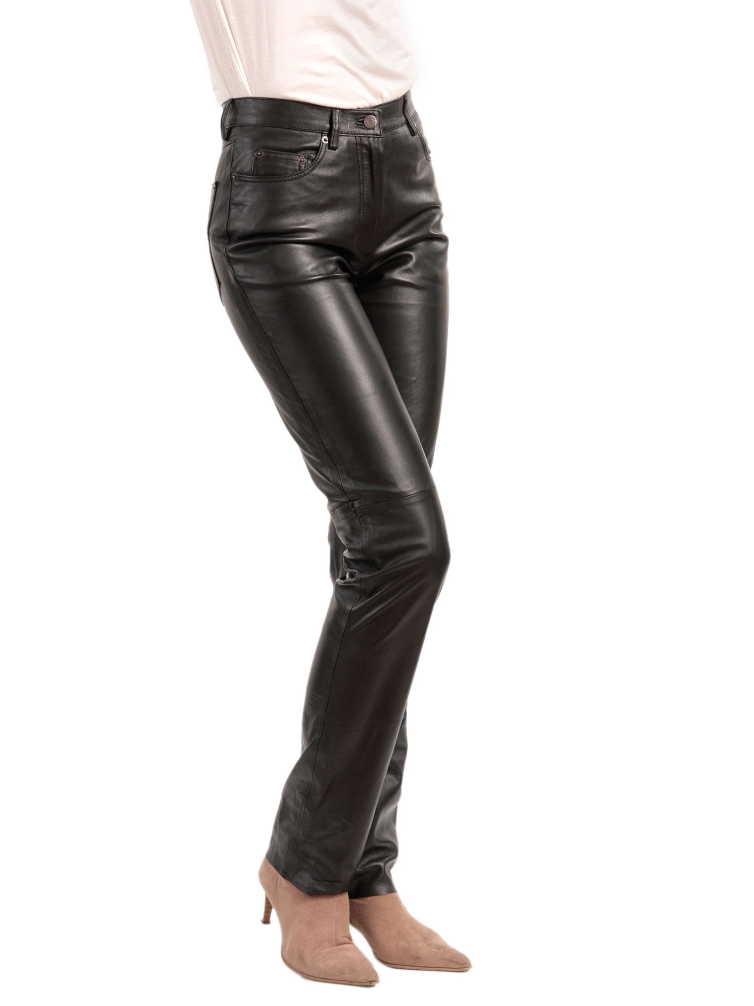 Model How To Wear Perfect Style Leather Pants For Women This Season